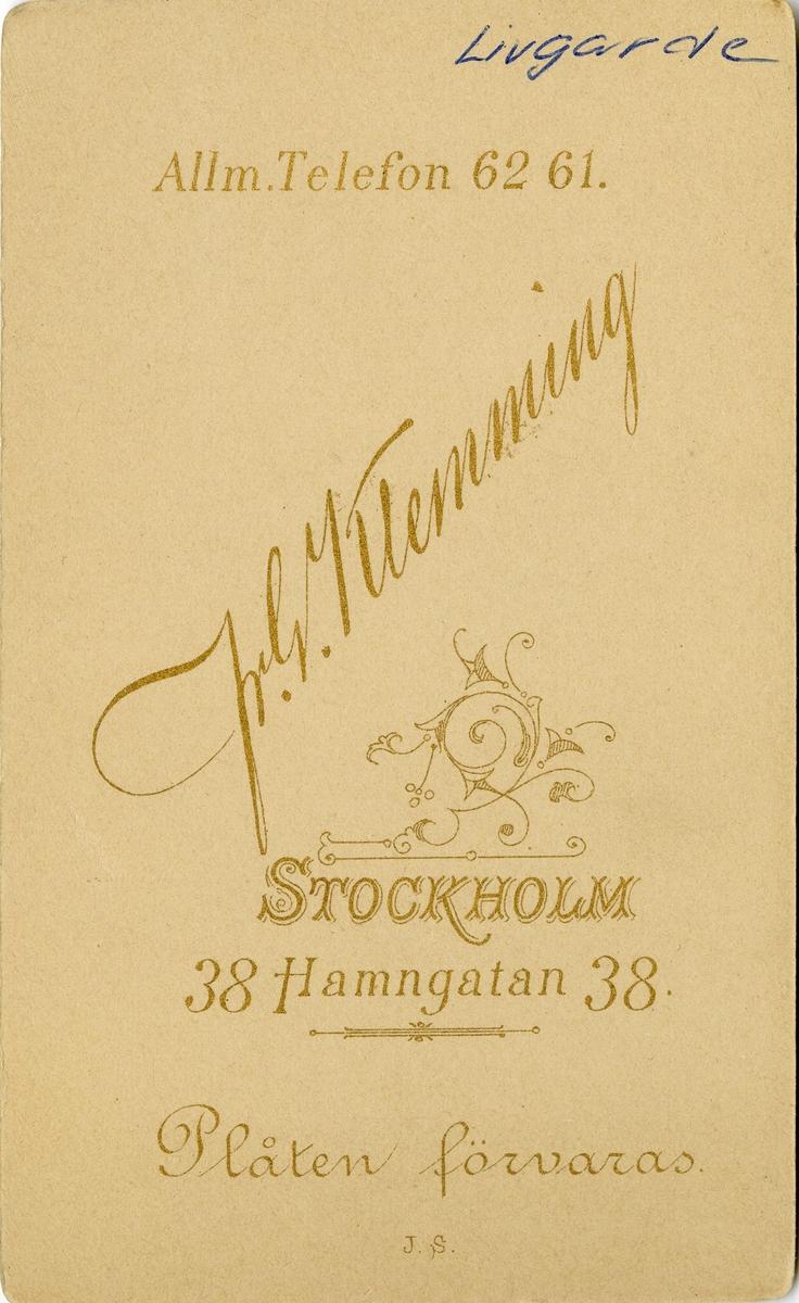 Porträtt av Ernst Torsten Sigfrid Liljedahl, officer vid Första Livgrenadjärregementet I 4. Se även bild AMA.0009550.
