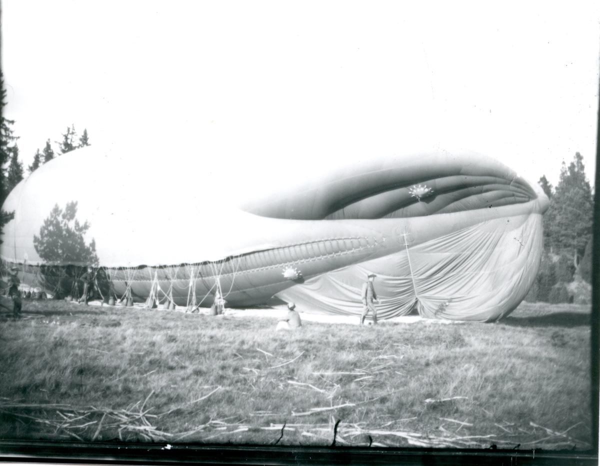 Fältballongen förankrad vid B 13 i Skillingaryd.