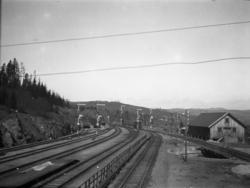 Roa stasjon med semaforsignaler, sett nordover