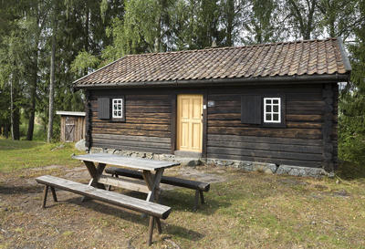 Falletstua_-_Aurskog-Hland_bygdetun_-_MiA_Museene_i_Akershus.jpg. Foto/Photo