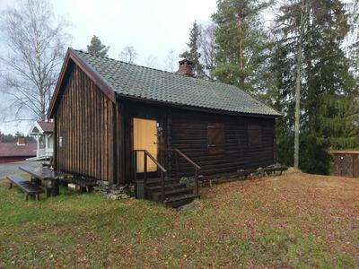 Bratenstua_-_Aurskog-Hland_bygdetun_-_MiA_Museene_i_Akershus.jpg