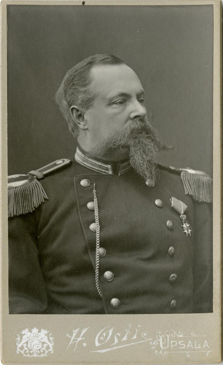 Porträtt av Johan Gustaf Ernst Wiman, major vid Upplands regemente I 8. Se även AMA.0009265.