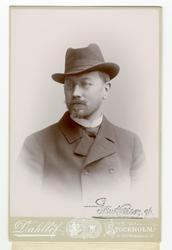 Kabinettsporträtt föreställande arkitekt Isac Gustaf Clason.