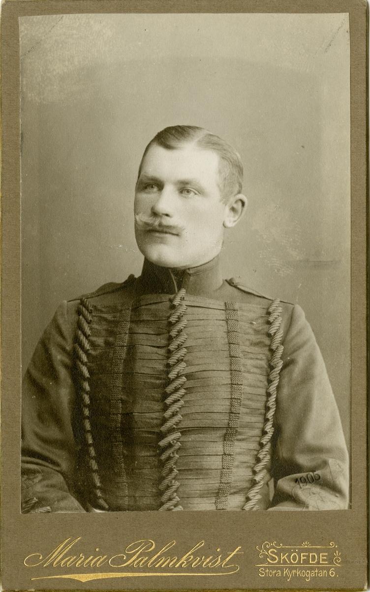 Porträtt av Frans Oskar Hallenberg, underofficer.