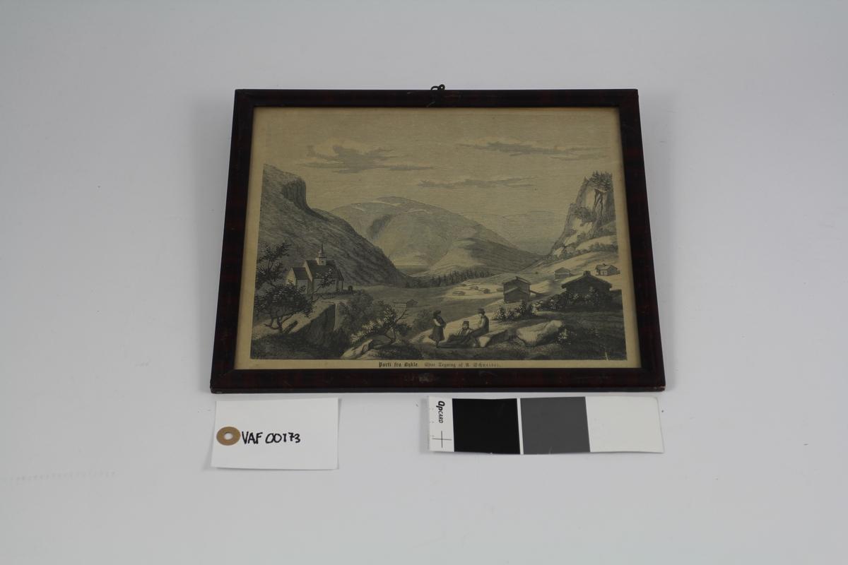 I mellomgrunnen til venstre en krike, til høyre gårder, i bakgrunnen høye fjell, forgrunnen stenet og ujevn, her sees to menn og én kvinne.