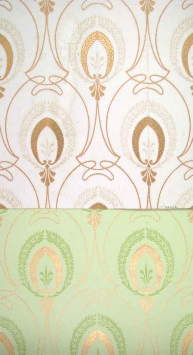 /Använd respektive oanvänd mönsterrapport/  Dubbla lagerkransar dekorerade med franska liljan-dekor och slingrande band i diagonalupprepning. Tryck i guld och två gulgröna nyanser.