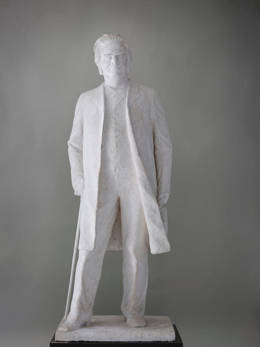 Diktar, dramatikar, teatermann og samfunnsdebattant. Utkast til ein større skulptur, ukjend i kva samanheng.