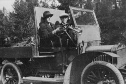 Tynsets første mjølkebil. Gamle Tynset-bilder II s. 20