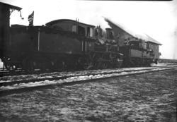 To dekorerte damplokomotiver, type 18a nr. 135 og 13a nr. 70