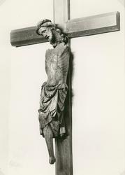 Triumfkrucifix av ek. Troligen gotländskt arbete från 1300-t