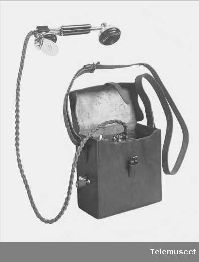 Telefoner, felttelefonapparat i lærveske. 14.8.15. Elektrisk Bureau.