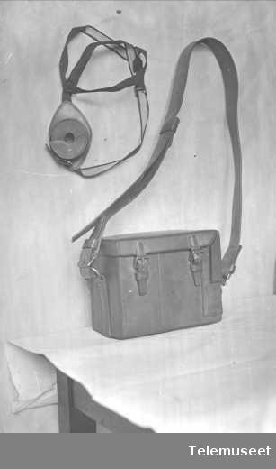 Utstyr til felttelefon, veske og ekstra høretelefon. 23.9.15. Elektrisk Bureau.