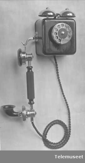 Telefonapparat, automat, veggapparat i stål. Elektrisk Bureau.