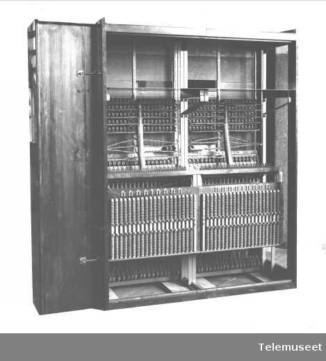 Telefonsentral, magneto multippelveksler. Holmestrand.  30.1.17. Elektrisk Bureau.