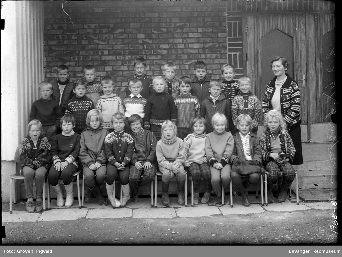 Skolebilde fra folkeskole. Reithaug skole.