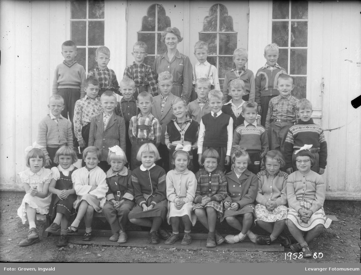 Skolebilde fra folkeskole. Nesheim skole.