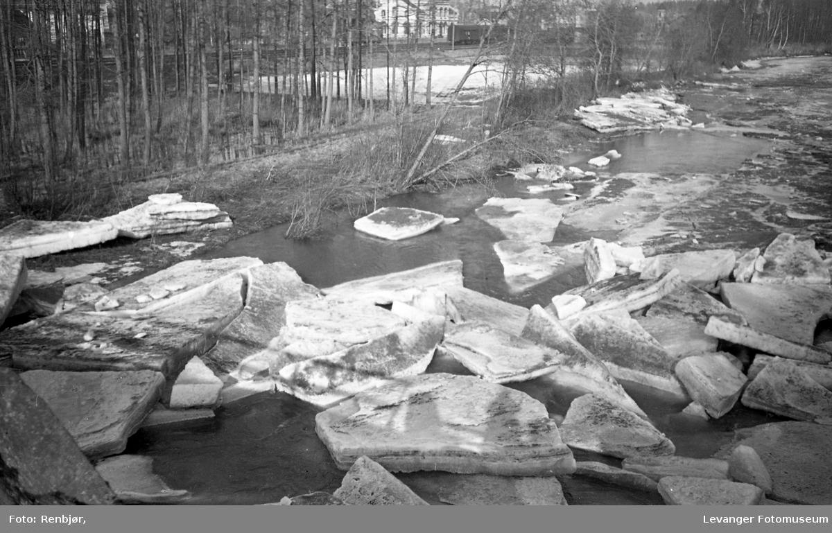 Isgang i Levangerelva