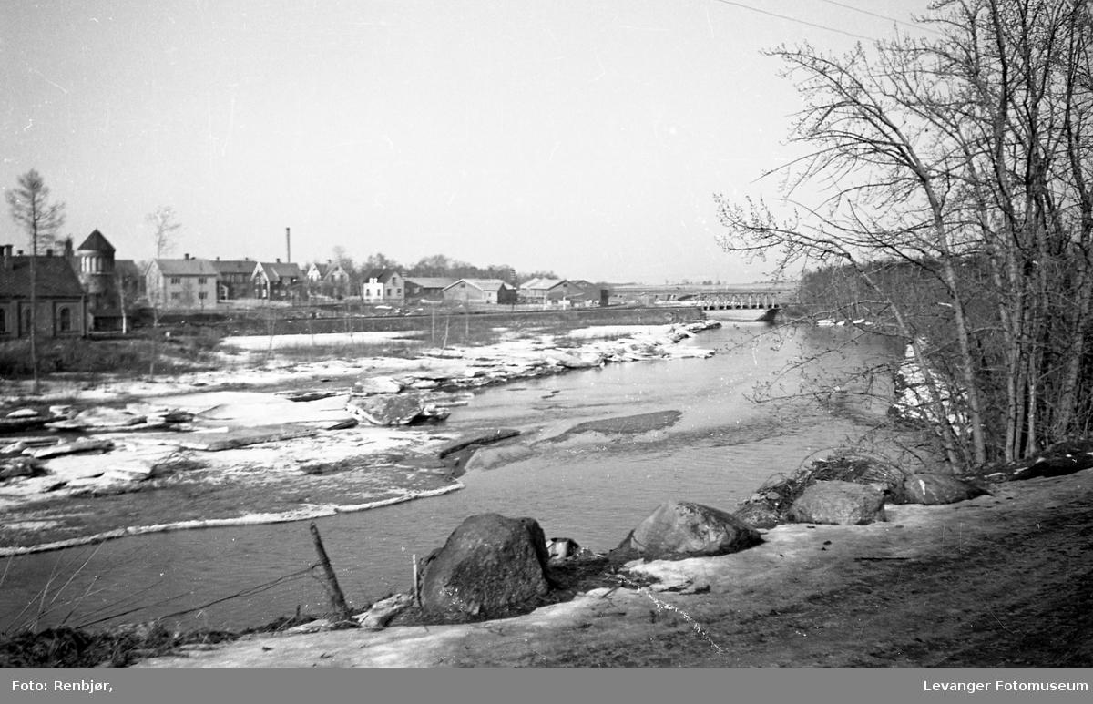 Isgang i Levangerelva.