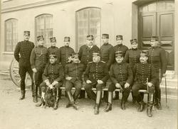 Grupporträtt av officerare vid Gotlands artillerikår A 7, 19