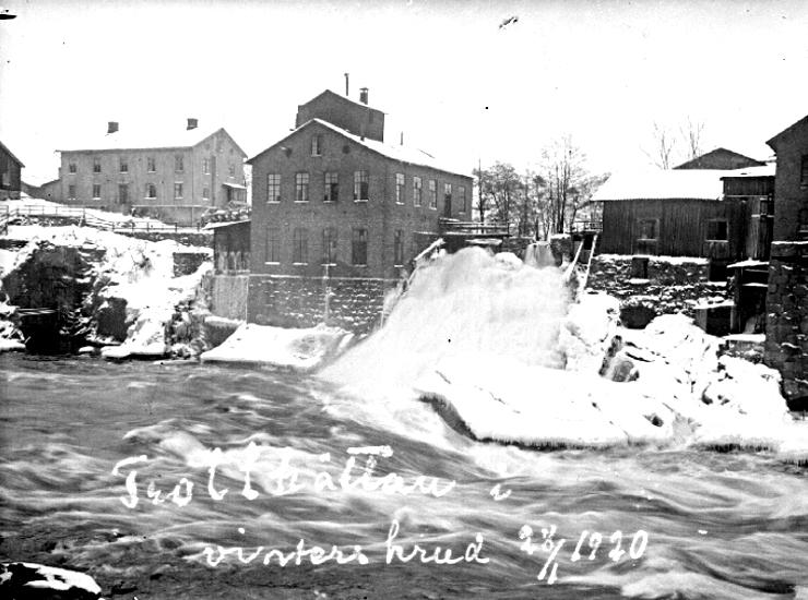 Bildtext: Trollhättan i vinterskrud år 1920.