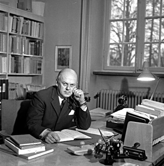 Skara. Bibliotekarie Bengt Stenberg 1962.