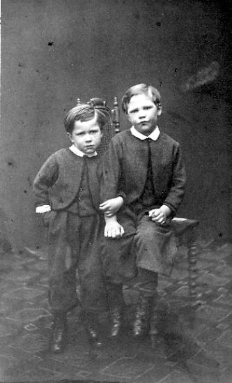 inv.nr. 89642:684. Har tillhört Anna och Gustav Barthelson.Carl-Gustaf och Henrik Barthelson.