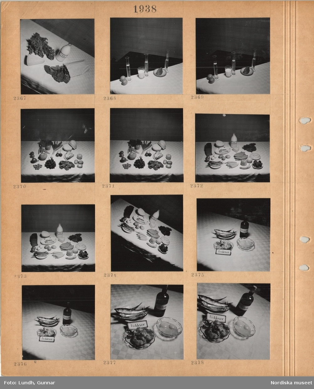 Motiv: Olika livsmedel utlagda på ett bord med duk, provrör står bredvid olika livsmedel.