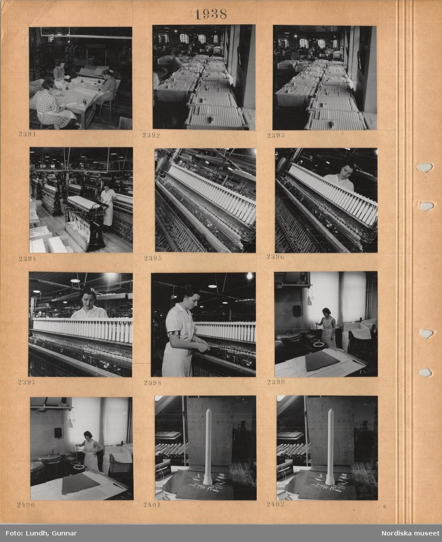 Motiv: Liljeholmens stearinfabrik, kvinnor i klänning och vitt förkläde sitter vid ett bord och synar stearinljus, lådor packade med stearinljus, i bakgrunden arbetsmaskiner, kvinna i vit arbetsrock står vid en maskin med ljusvekar, en kvinna står och doppar långa ljus i färgkar, ett långt ljus med bredare bas.