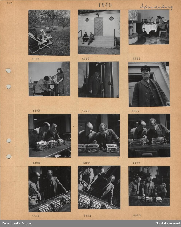 Motiv: Åtvidaberg, en kvinna och en man sitter i solstolar i en trädgård, en kvinna och en man sitter på yttertrappan till ett bostadshus, tre personer sitter vid ett dukat kaffebord bredvid en öppen spis, man och kvinna vid en radio, äldre man med käpp framför ett hus, två män i kostym tittar på och diskuterar räknesnurror, tre män i kostym vid räknesnurror.