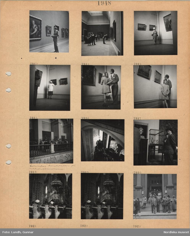 Motiv: En man i kostym tittar på konst i en utställningssal, Österrikes konstskatter på Nationalmuseum, utställningssal med tavlor på väggarna, besökare, trapphall med montrar och besökare, entrédisken uppifrån, monter med glasföremål, interiör kyrka, besökare sitter i bänkar, präst i predikstol, män och kvinnor går ut ur en stor byggnad.