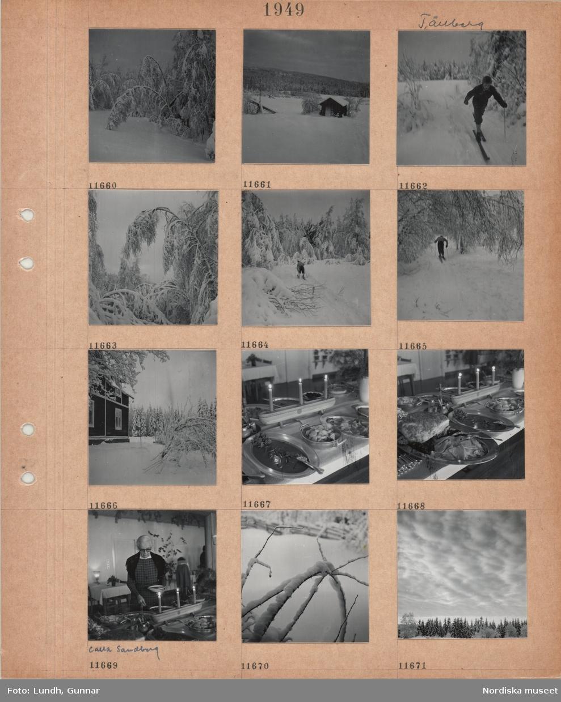 Motiv: Tällberg, snötyngda träd, snölandskap med liten timmerbyggnad, hässjestörar, skog, öppna fält, en man åker skidor i skog, trähus i snö, uppdukat julbord med skinka m m, ljusstakar med tända ljus, äldre kvinna, Calla Sandberg, tar mat vid julbordet, snöiga kvistar, molntäcke över snöig skog.