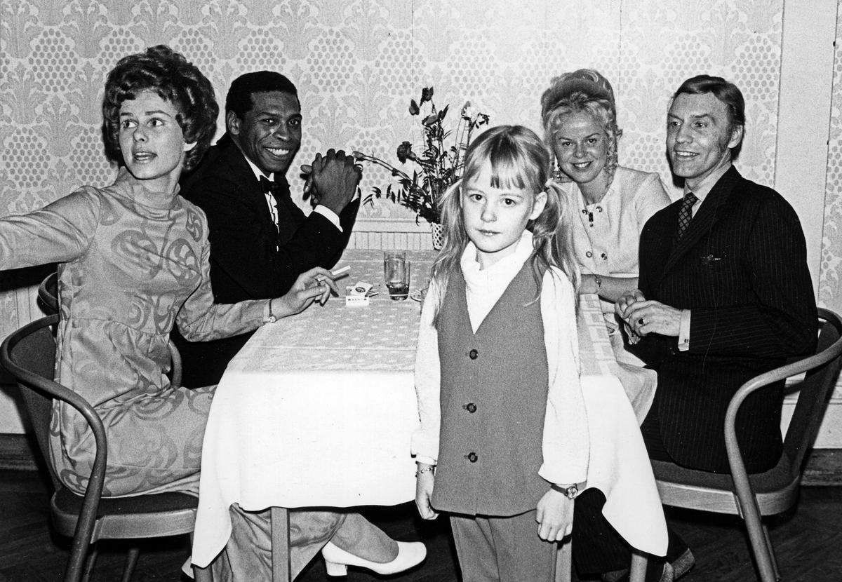 Inger Järlebro, barn, man och kvinna.
