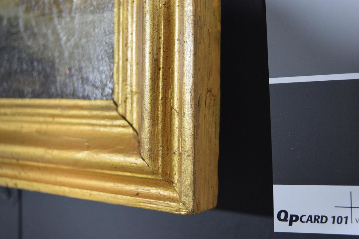 Usignert oljemaleri malt på lerret, innrammet i profilert og forgyllet treramme. Rektangulært liggende format.