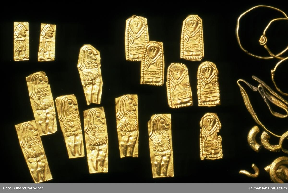 Figurbleck av guld, daterade till 400-700 efter Kristus, påträffade i Eketorp II.