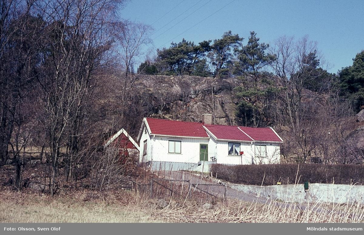 Byggnad på avstyckning från Östergården 3 i Fässberg, Mölndal, år 1965. Huset har numera byggts på en våning.