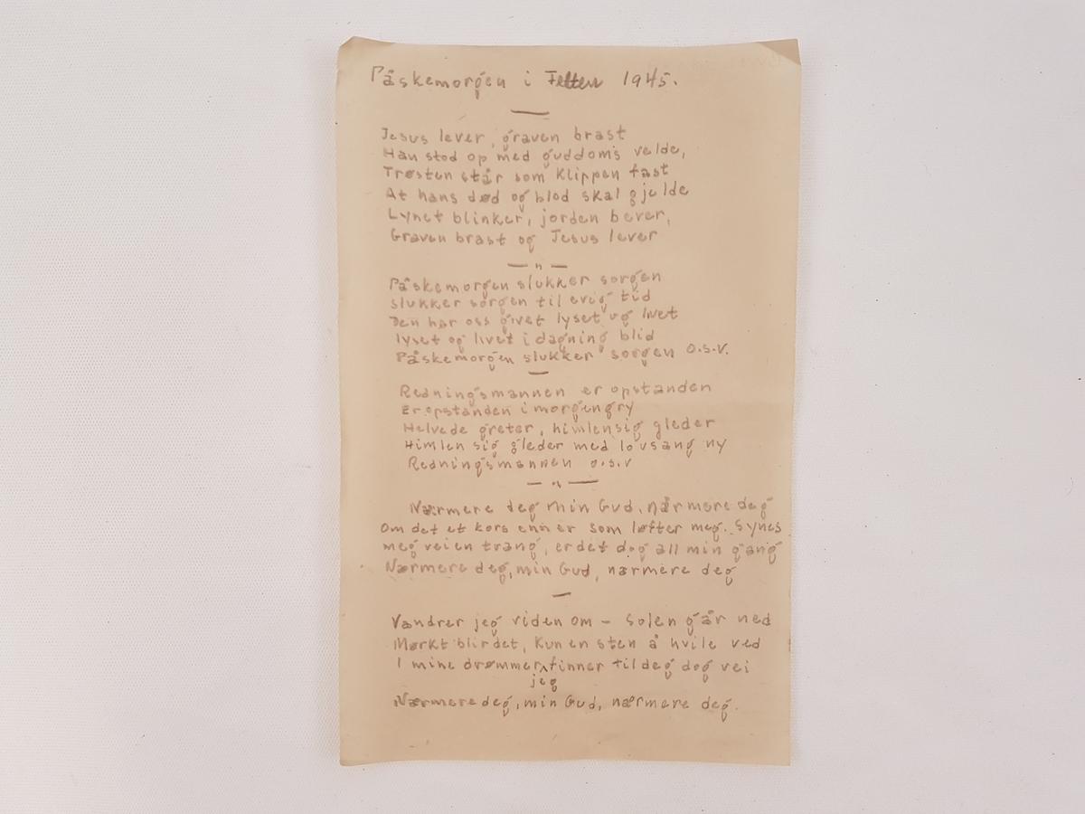 Salmen er skrevet med blyant på tynt papir.