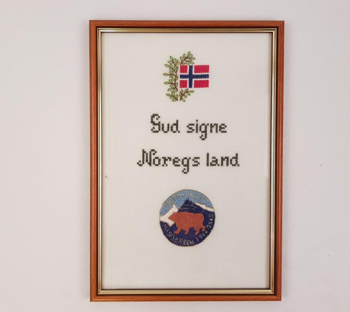 Broderi i ramme med norsk flagg, Bjørn West-merket og påskrift.