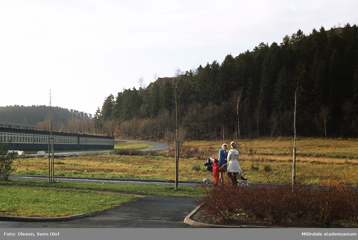Tomten för Bifrost barnstuga vid Pinnharvsgången i Mölndal, år 1975. K 3:30.