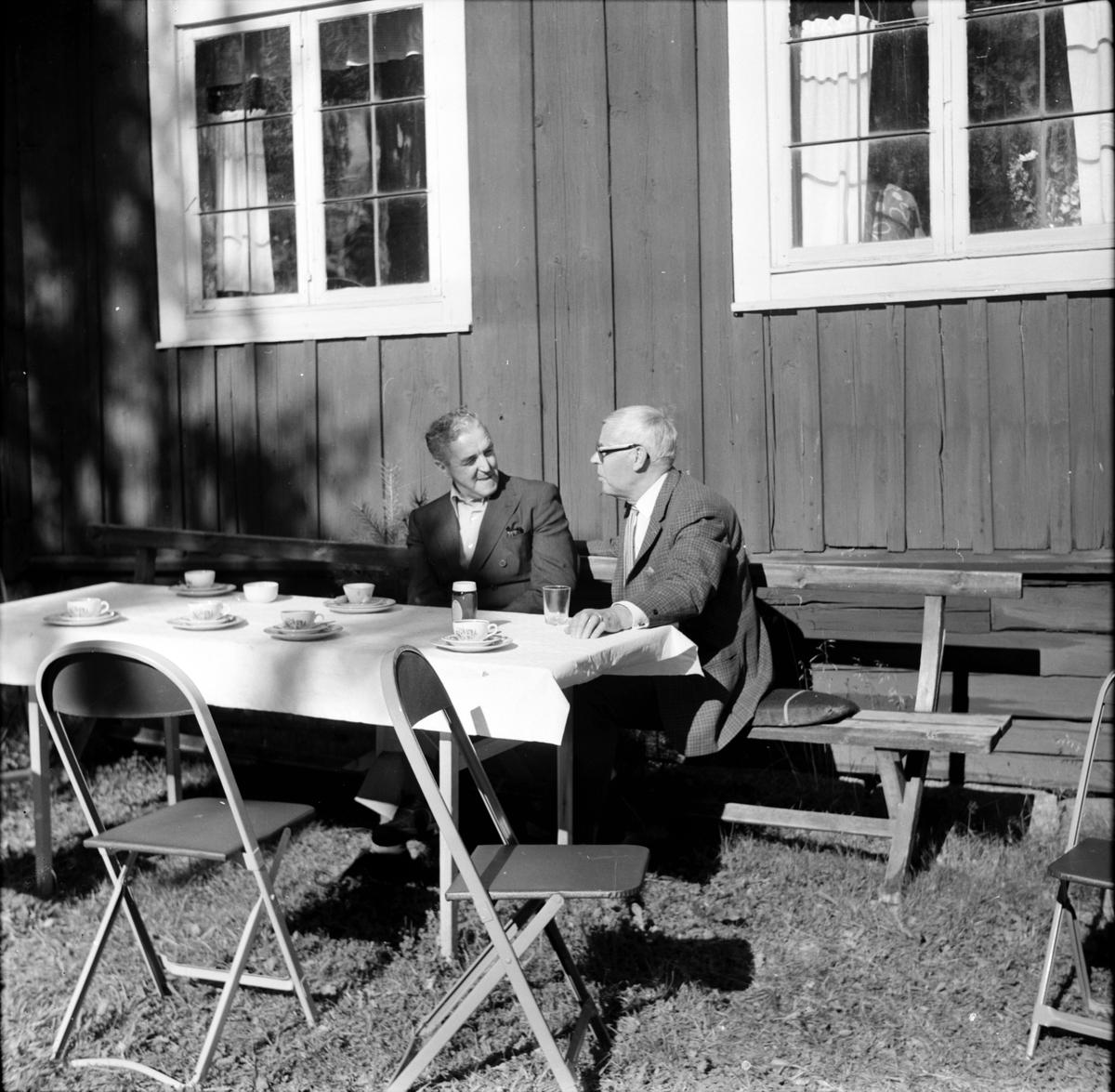 Arbrå, Servering på Kämpens, P.W. Häger o P.O. Johansson, 8 Augusti 1971
