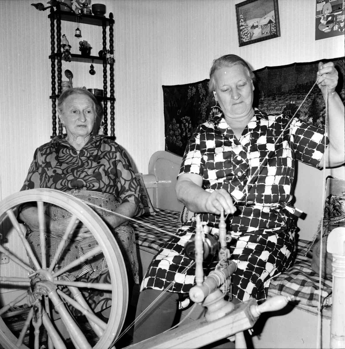 Arbrå, Systrarna Schön i Iste, Okt 1971