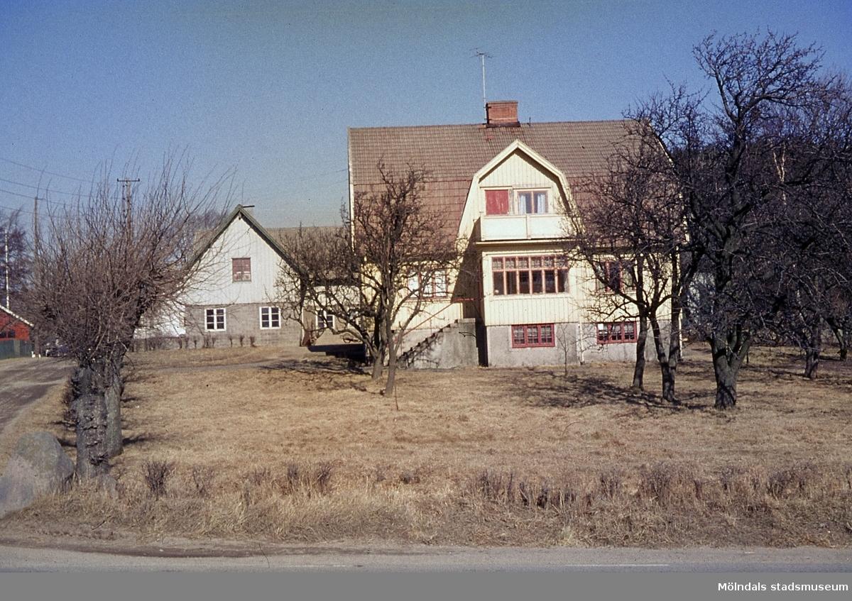 Oskar Bäckmans gård. Västergården 3 i Fässberg, Mölndal, år 1964.