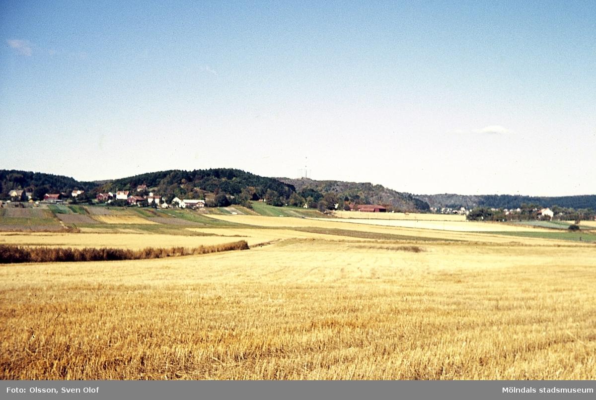 Östra delen av Balltorps by och Prästgården i Fässberg, Mölndal, år 1971.
