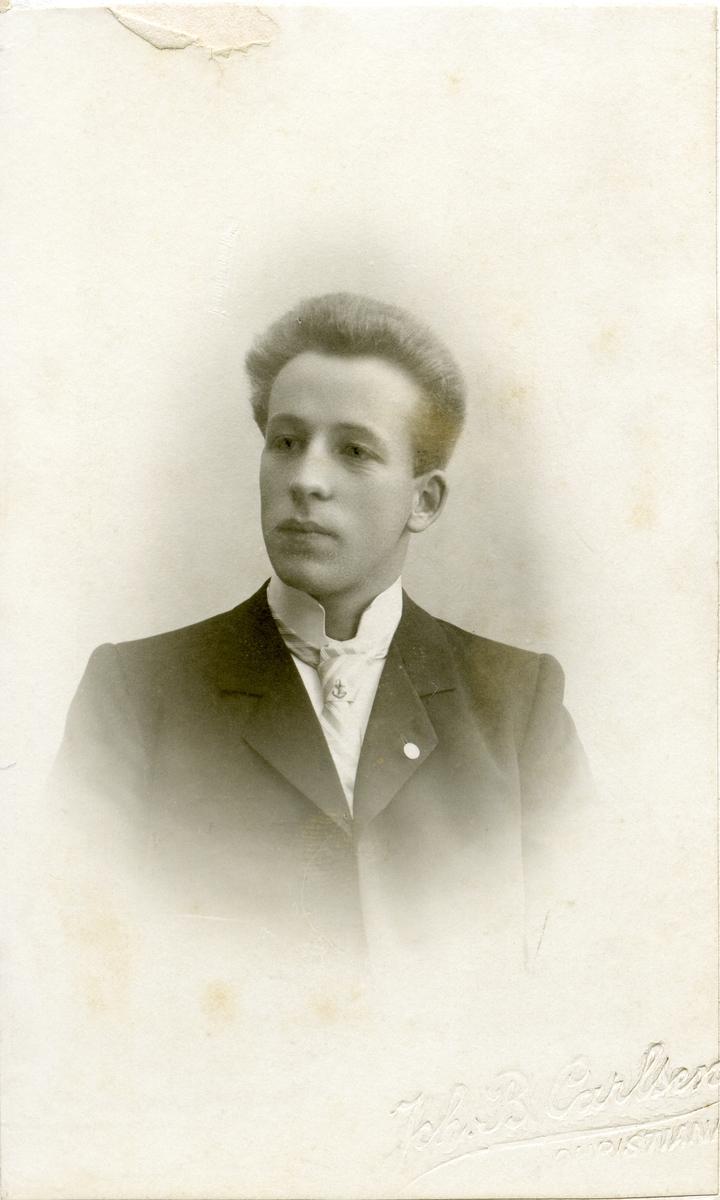 Portrett av Hans Knutsen.