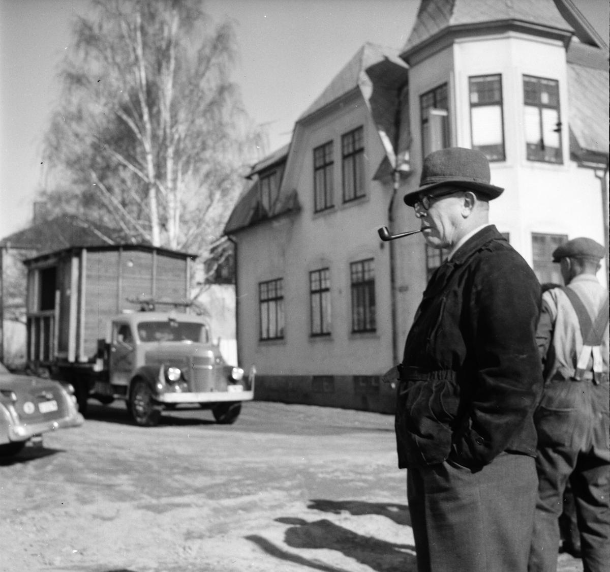 Bläckhornet påbörjas. Byggmästare Carlo Holm April 1956