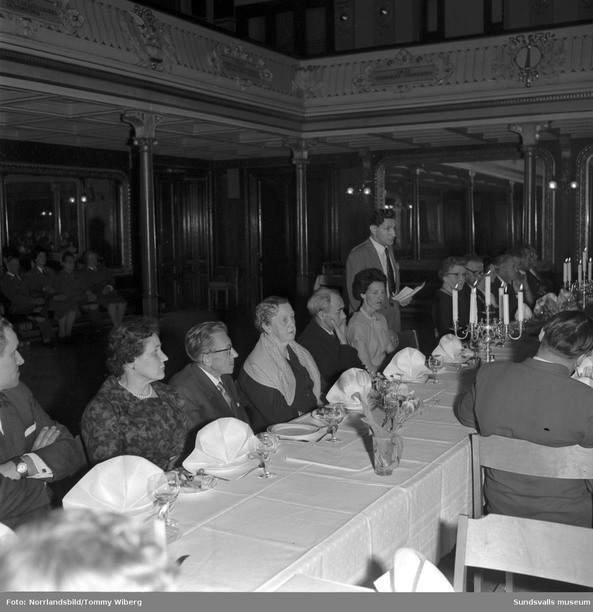 De Vanföras 10-årsjubileum på Stadshuset (senare DHR, De Handikappades Riksförbund, Delaktighet - Handlingskraft - Rörelsefrihet).