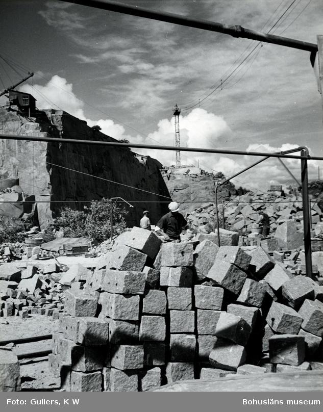 Stenbrott med upplag av gatsten