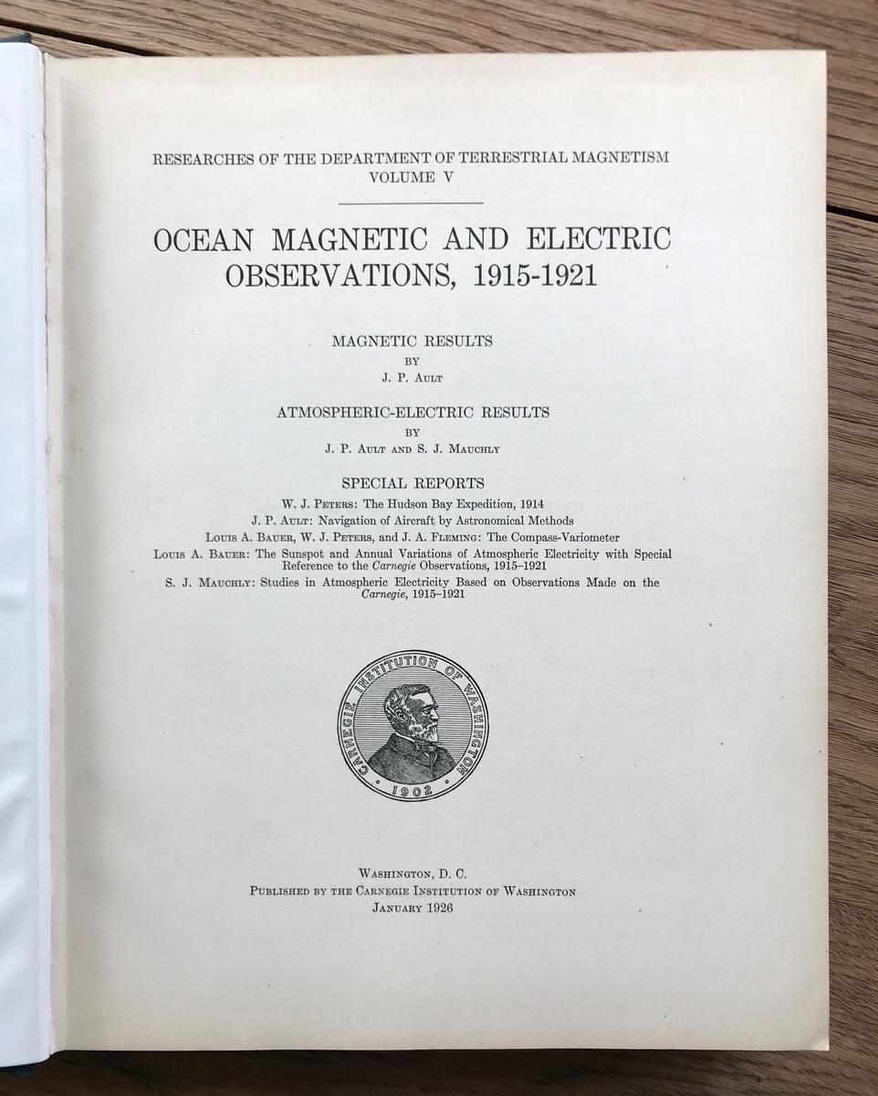 Bok: Ault, J.P. & Mauchly, S.J.: Ocean Magnetic and Electric Observations, 1915-1921. Wash. D.C. Jan 1926. Blått bind, gullskrift rygg.