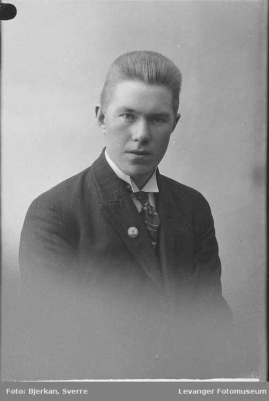 Portrett av E. Aasgård.