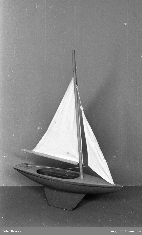 Lærer B. Landrøes modeller, seilbåt.