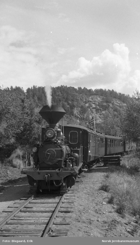 Damplokomotiv nr. 2 med persontog på Setesdalsbanen